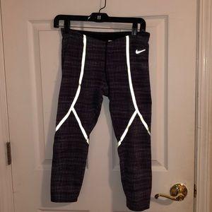 Nike capri workout leggings